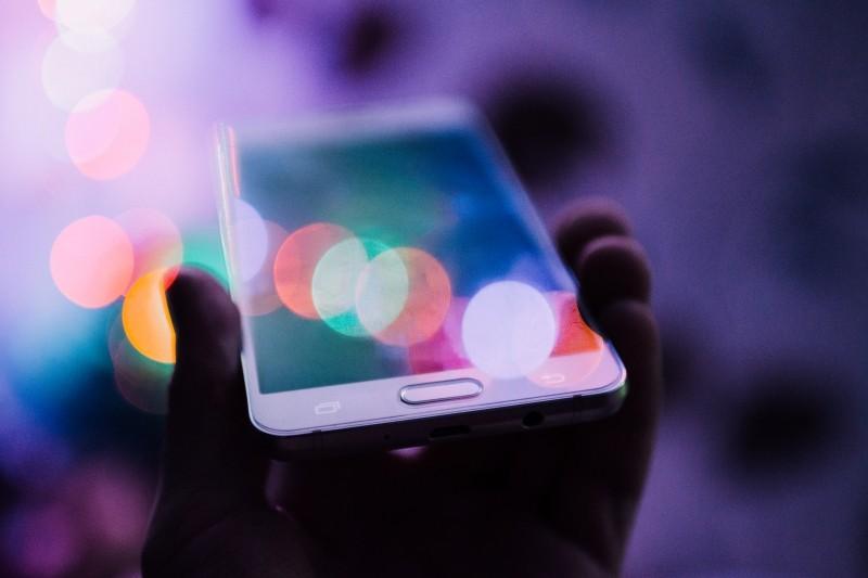 cellphone-smartphone-bokeh (1)